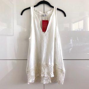 🆕 NWT Red Haute Crochet Trim Tank